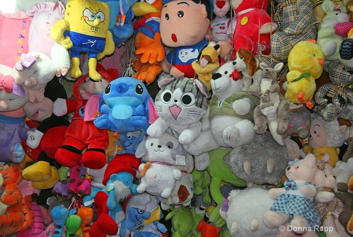 stuffed toys-sm - ID: 14432177 © Donna Rapp