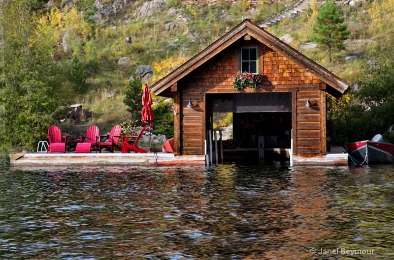 Boathouse - ID: 14460439 © Janel Seymour