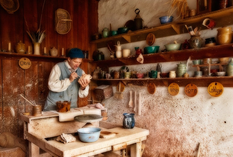 Pottery Shed - ID: 14465840 © Loan Tran