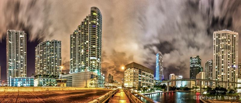 Bridge to Downtown - ID: 14484854 © Richard M. Waas
