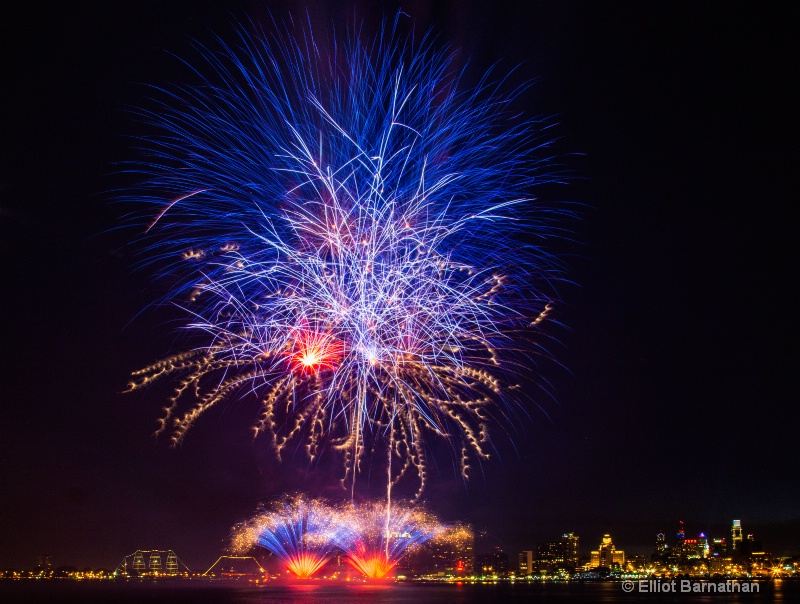 Fireworks in Philly 6 - ID: 14558154 © Elliot S. Barnathan