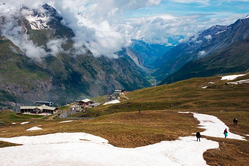 Trekking down to Zermatt
