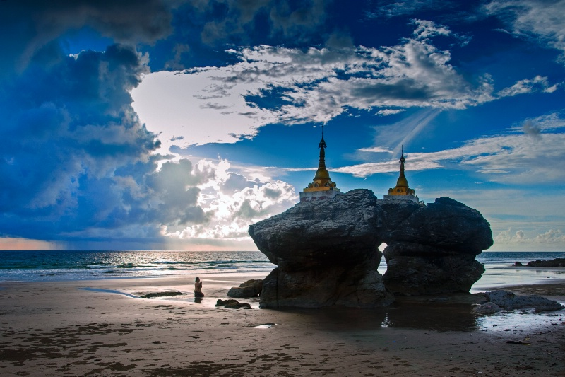 EVENING OF TWO PAGODA