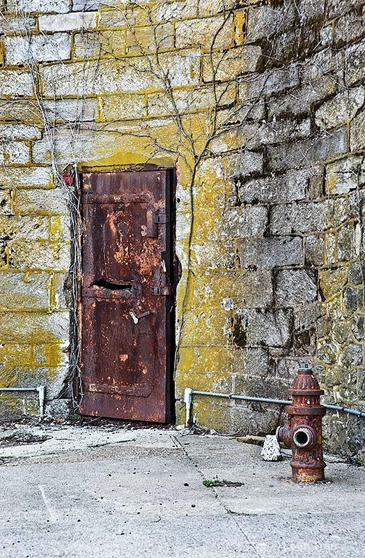Old Rusty Door  - ID: 14668493 © Loan Tran