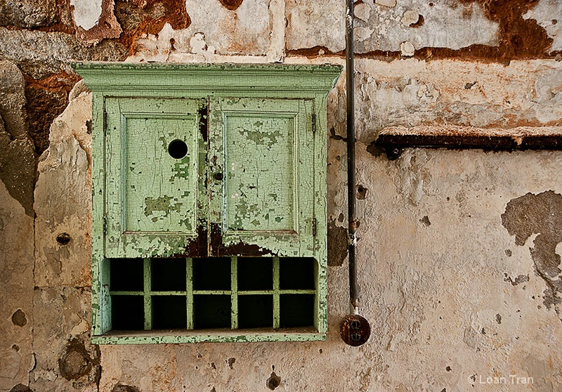 Green Cabinet - ID: 14668494 © Loan Tran