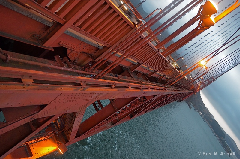 GG Bridge at Dusk - ID: 14685968 © Susanne M. Arendt