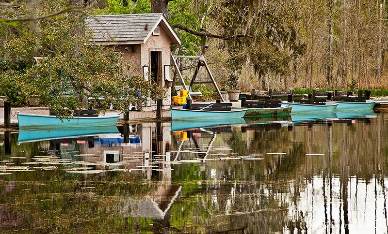 Blue canoes - ID: 14695565 © Loan Tran