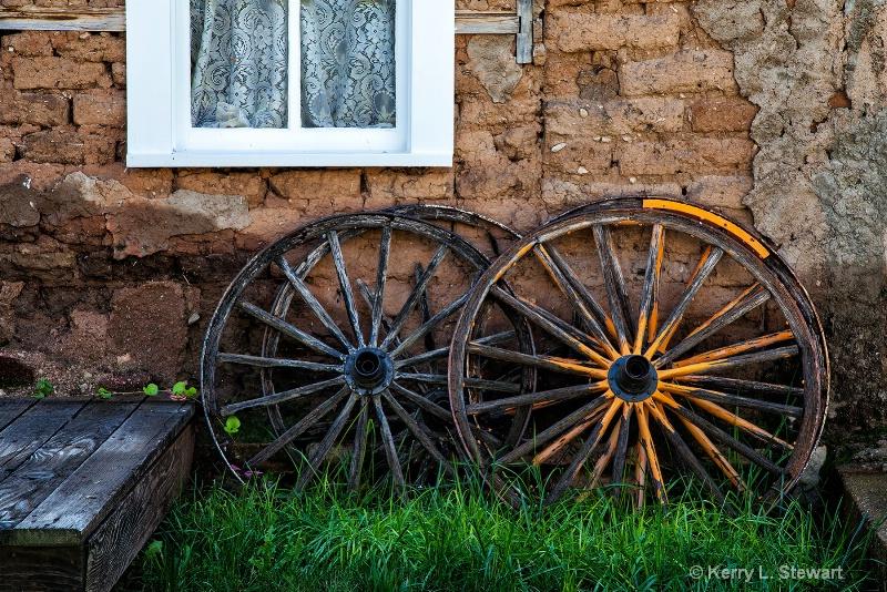 Old Wagon Wheels - ID: 14699733 © Kerry L. Stewart