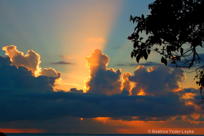 mg 6270 sunsetclouds ps - ID: 14712484 © Beatrice Yoder-Leyba