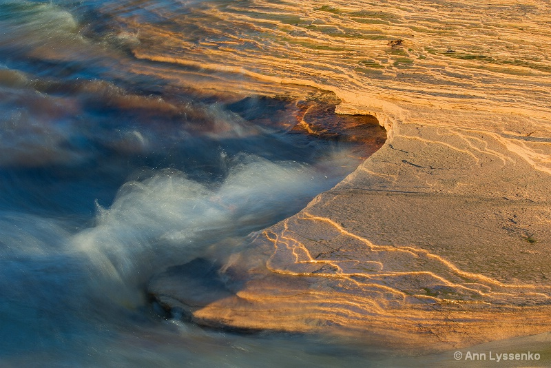 Golden Light - ID: 14717029 © Ann Lyssenko