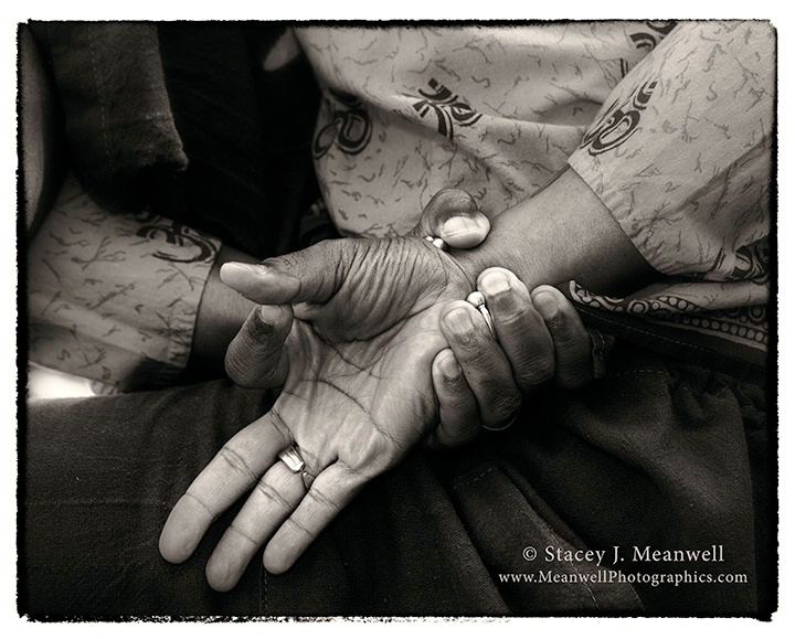 Jñana  Mudra in Ardha Matsyendrasana - ID: 14720674 © Stacey J. Meanwell