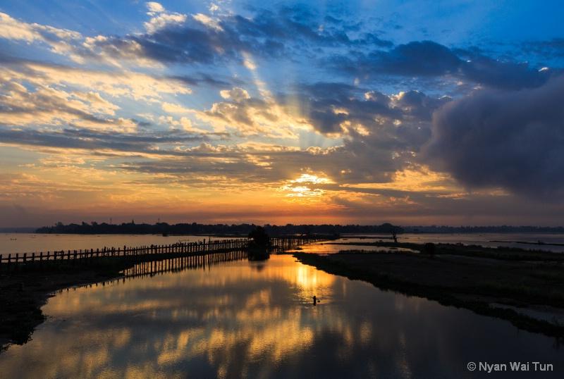 Sunrise Rays and Reflection Of U Pain