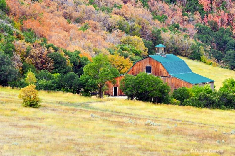 Mountain Barn - ID: 14843113 © Diane Garcia