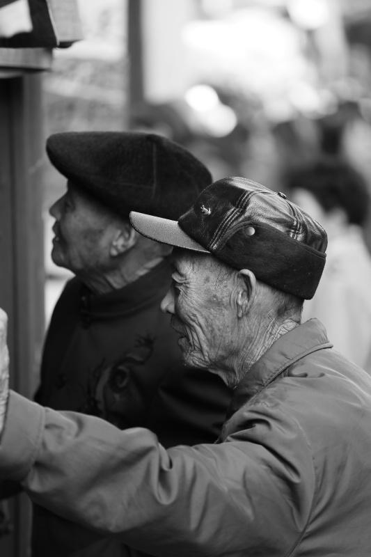 Window Shopping - ID: 14868178 © Ilir Dugolli