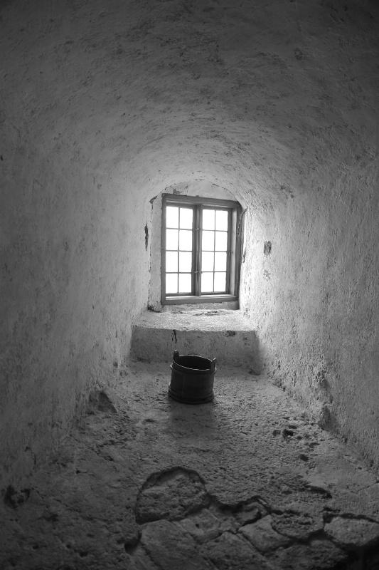 Empty Bucket - ID: 14876954 © Ilir Dugolli