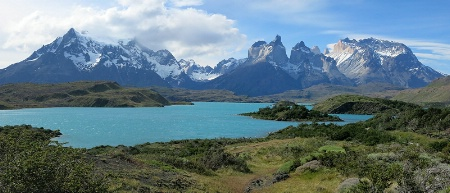 Lake Pehoe and Paine mountains