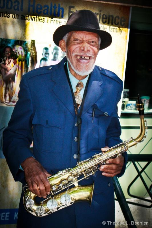 Seattle Sax Street Musician - ID: 14893368 © Theresa Beehler
