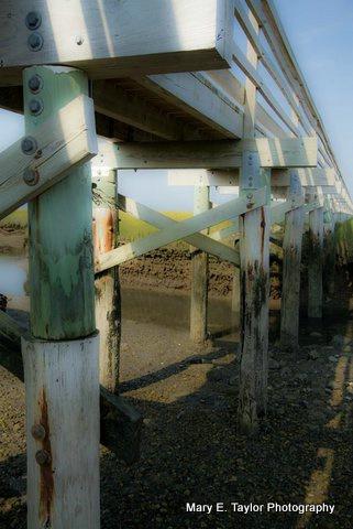 underneath gray s beach boardwalk - ID: 14927220 © Mary E. Taylor