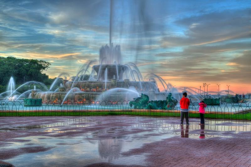 Watching Buckingham Fountain - ID: 14927667 © Leslie McLain