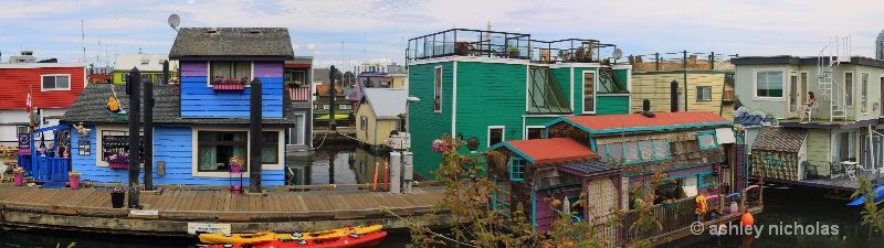 House boats - ID: 14946684 © ashley nicholas