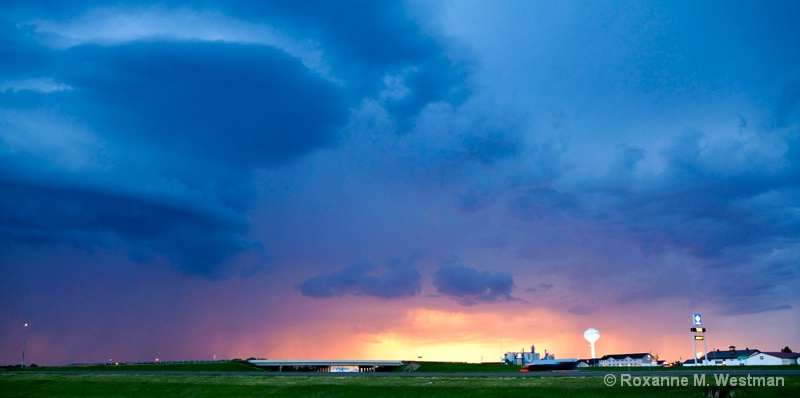 June storms - ID: 14950075 © Roxanne M. Westman
