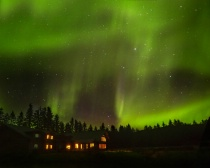 Photography Contest - November 2015: Aurora Over the Bear Track Inn