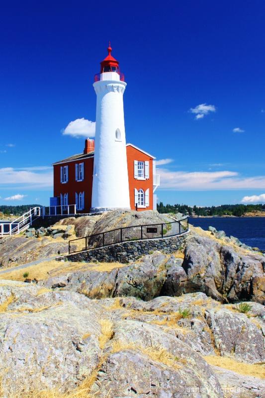 Lighthouse - ID: 15069787 © ashley nicholas