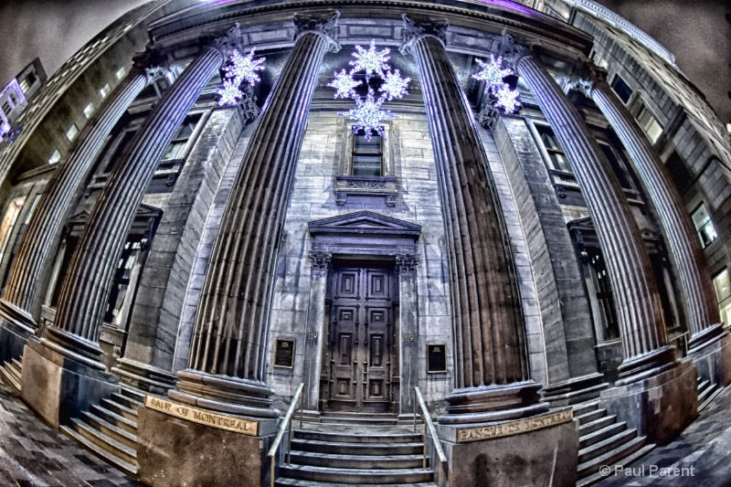 The Old Montreal Bank - ID: 15084205 © paul parent