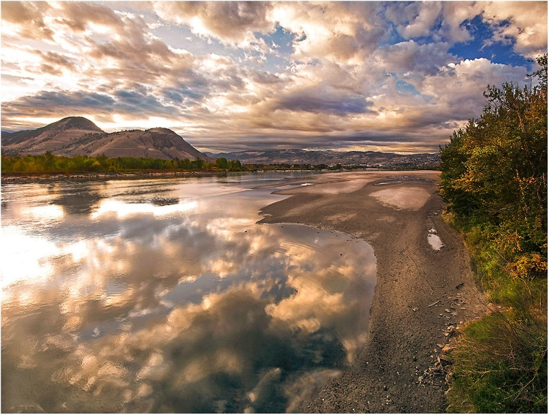 Mirror View - ID: 15087516 © Kelly Pape