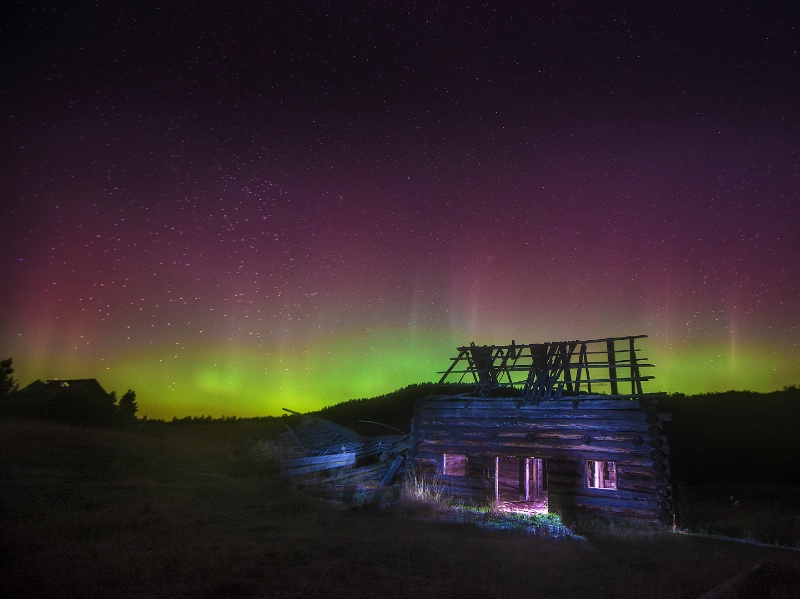 Aurora over Buse Ranch - ID: 15106358 © Kelly Pape