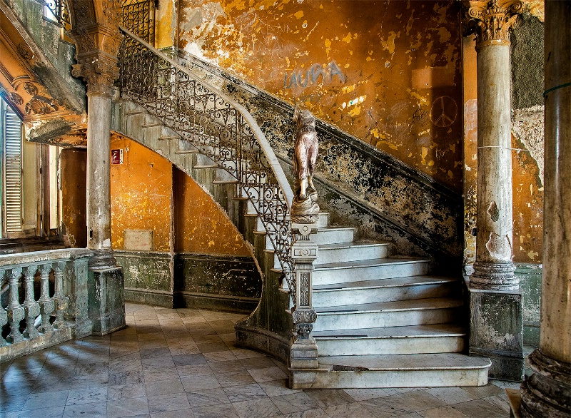 Staircase - ID: 15112107 © Kelly Pape