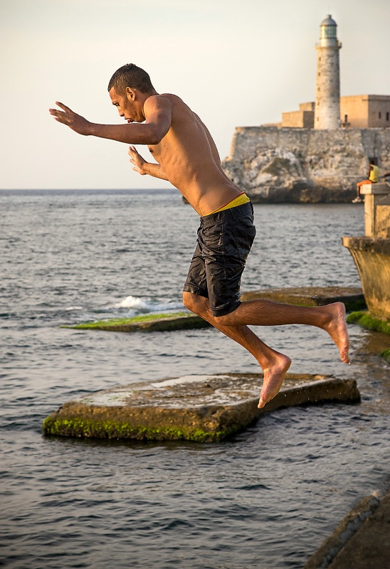 Jumping into the Ocean - ID: 15112114 © Kelly Pape