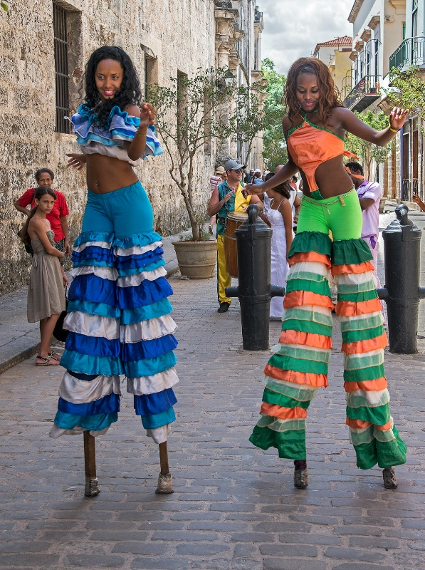 Stilt Dancers - ID: 15112153 © Kelly Pape