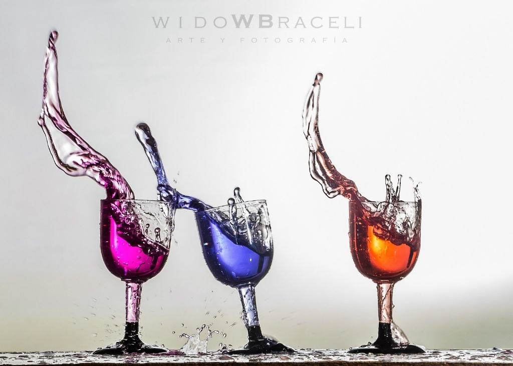 Water, color and movement - ID: 15149594 © Tomás Widow