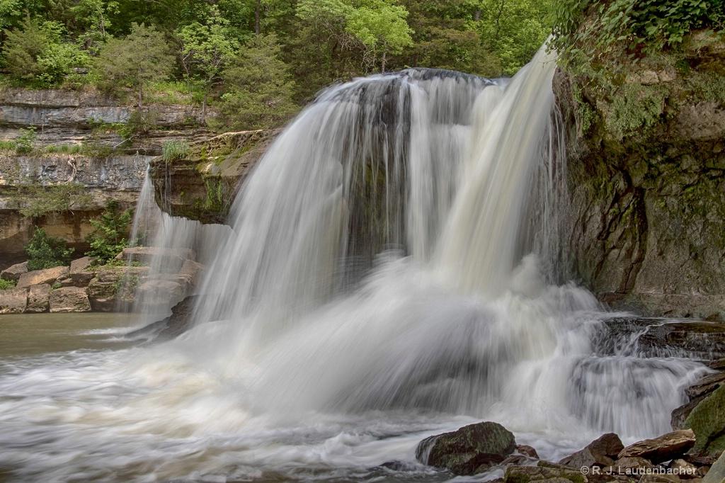 Cataract Falls - ID: 15156174 © R. J. Laudenbacher