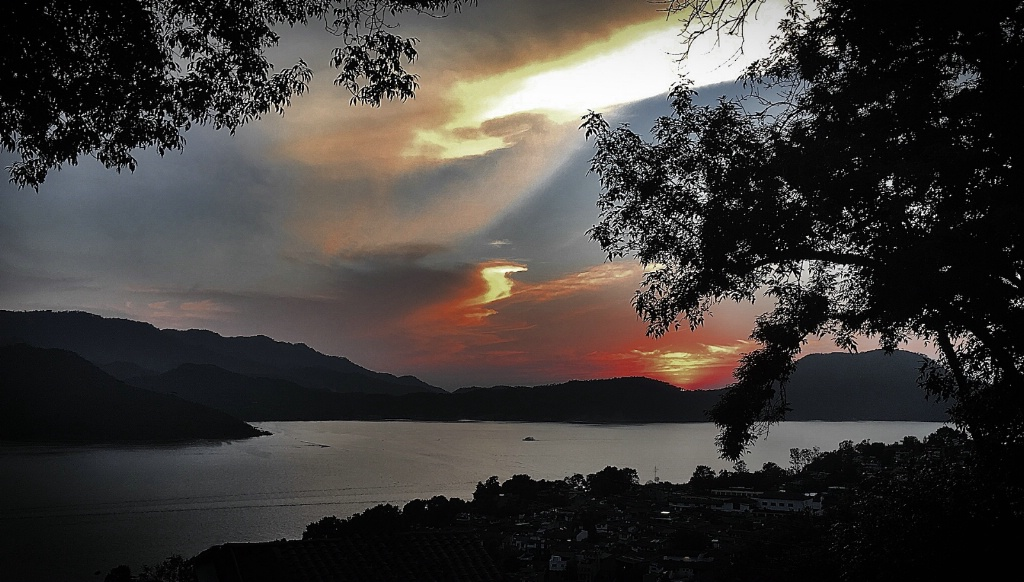 Twisting Clouds - ID: 15159728 © David Resnikoff
