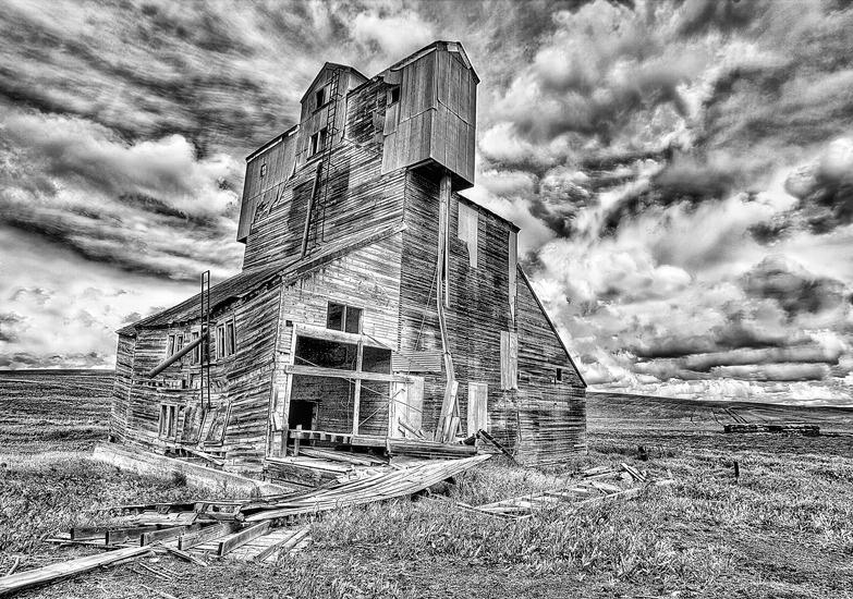 Old Grain Elevator, The Palouse, Washington - ID: 15159930 © Frank Silverman
