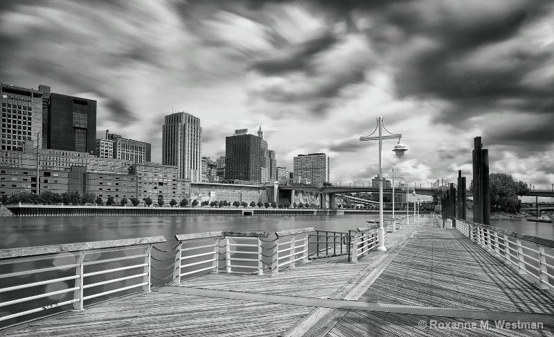 St. Paul, MN skyline - ID: 15162447 © Roxanne M. Westman