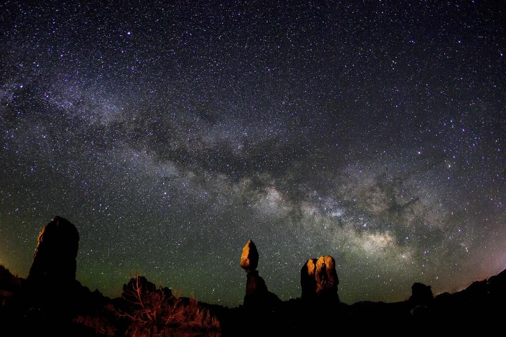 Balancing Rock at Night - ID: 15162924 © Michael Kelly