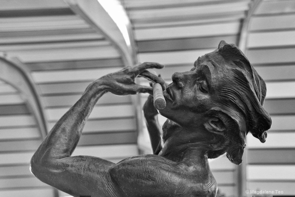 Sculpture in BnW - ID: 15169720 © Magdalene Teo