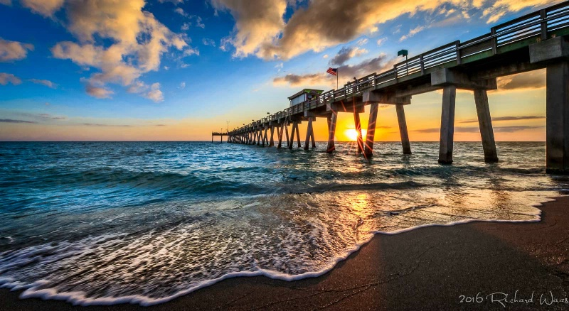 Sunsetting Thru the Pier - ID: 15176668 © Richard M. Waas