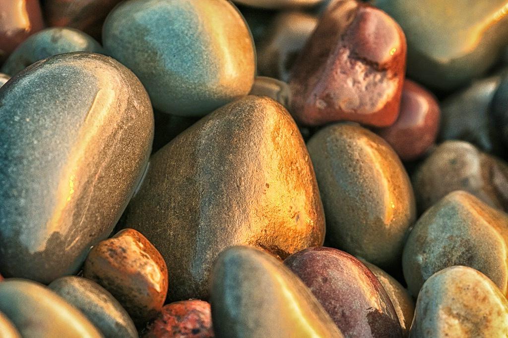 Golden stones - ID: 15210591 © Teresa Letkiewicz