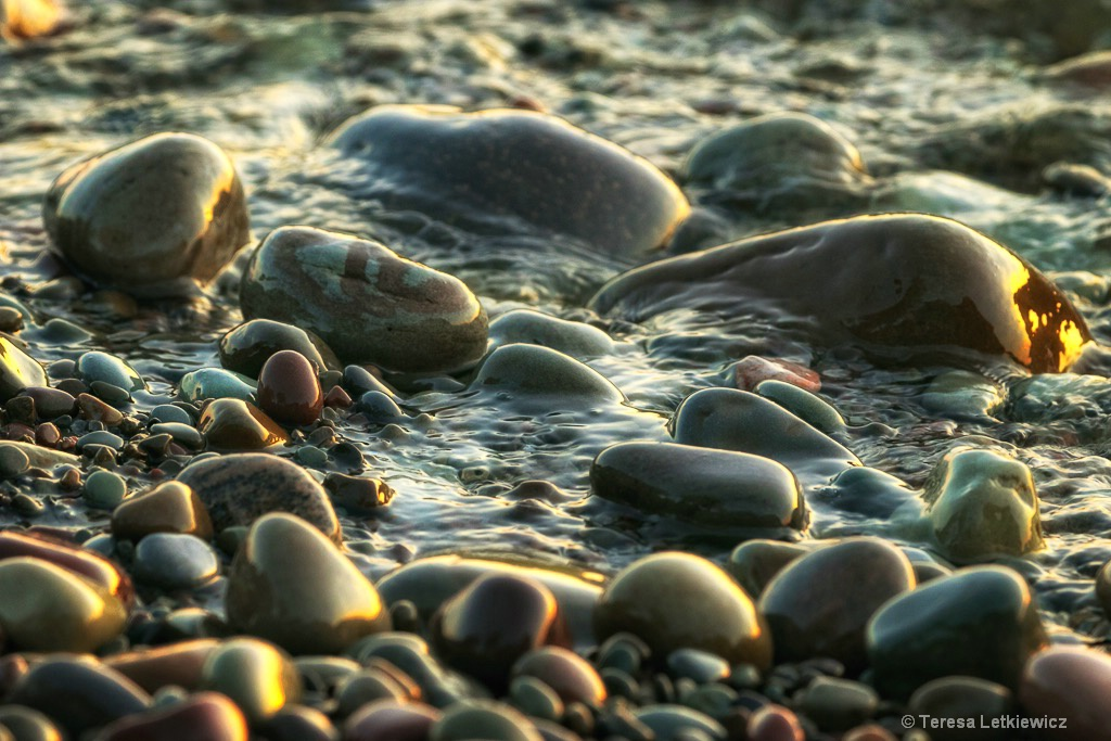 Stones at Lake Ontario - ID: 15216070 © Teresa Letkiewicz