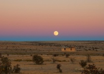Super moon rise at Moriarty