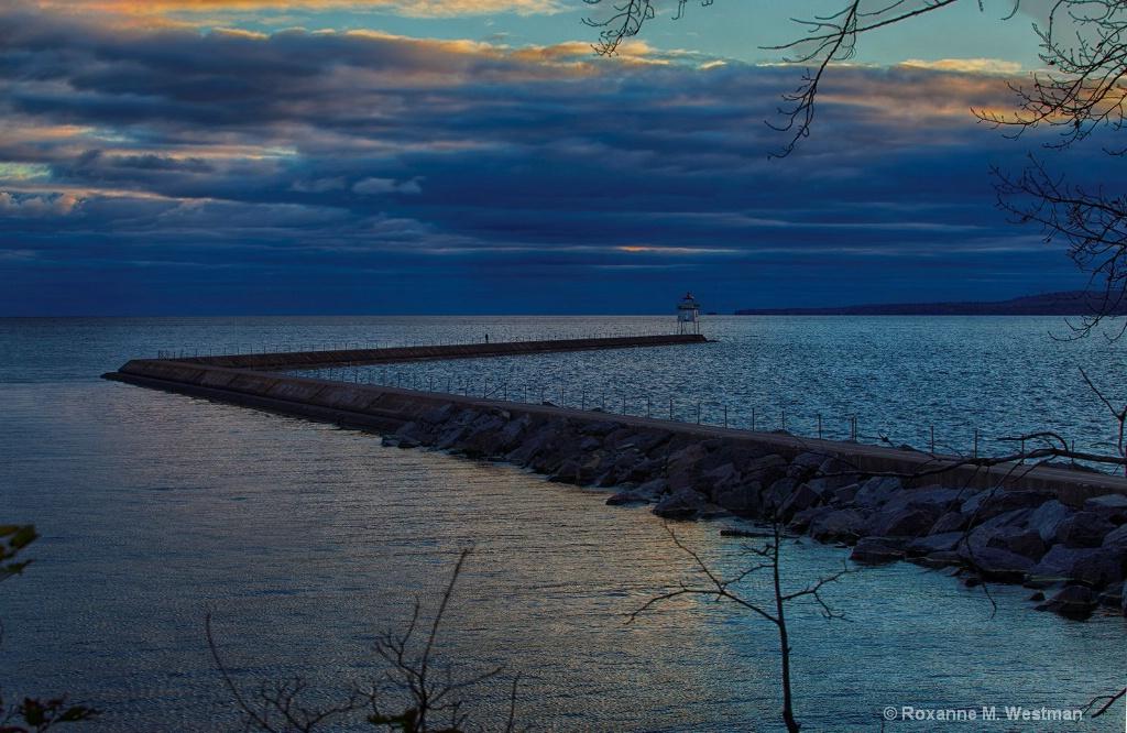 Lake Superior breakwater at Two Harbors - ID: 15275800 © Roxanne M. Westman