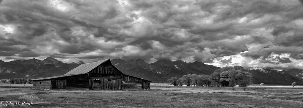 Moulton Barn and Tetons - ID: 15288270 © John D. Roach