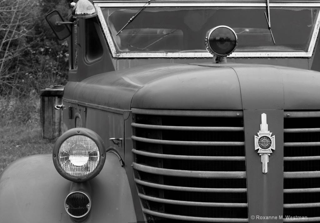 Vintage Fire truck - ID: 15293586 © Roxanne M. Westman