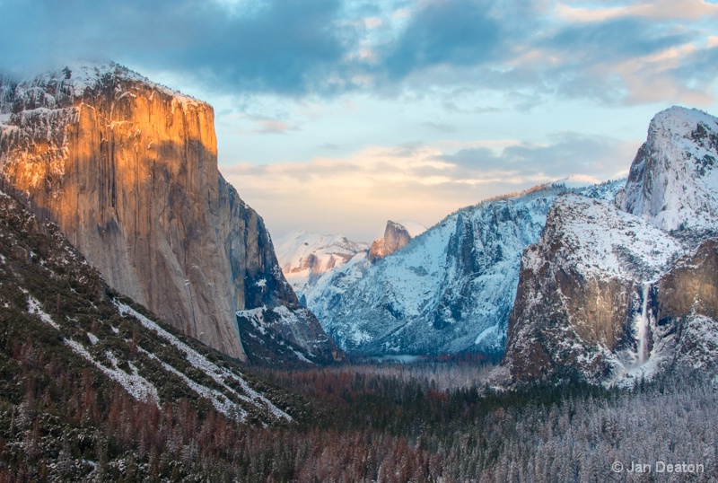 Snow in Yosemite Valley