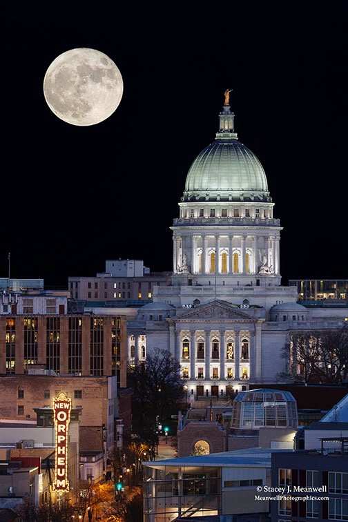 Madison Super Moon - ID: 15309705 © Stacey J. Meanwell