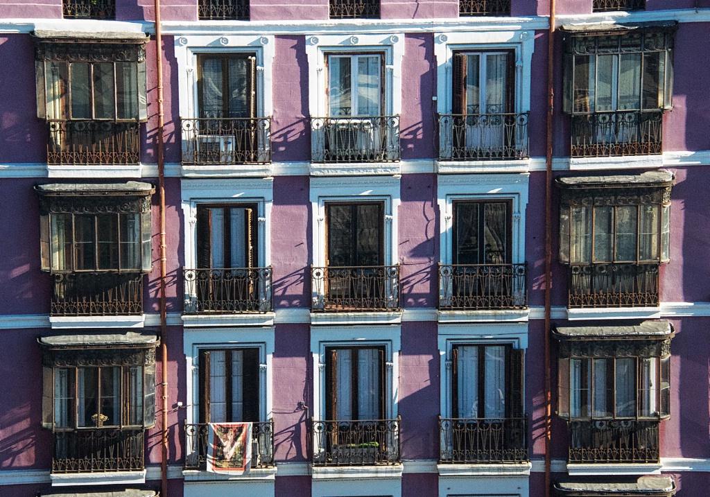 Balconies in Madrid 1 - ID: 15311958 © David Resnikoff